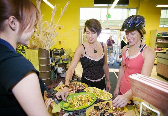 shoppers enjoying samples of fresh figs
