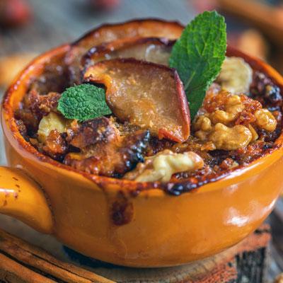 Cinnamon Apple Baked Oatmeal In a Crock