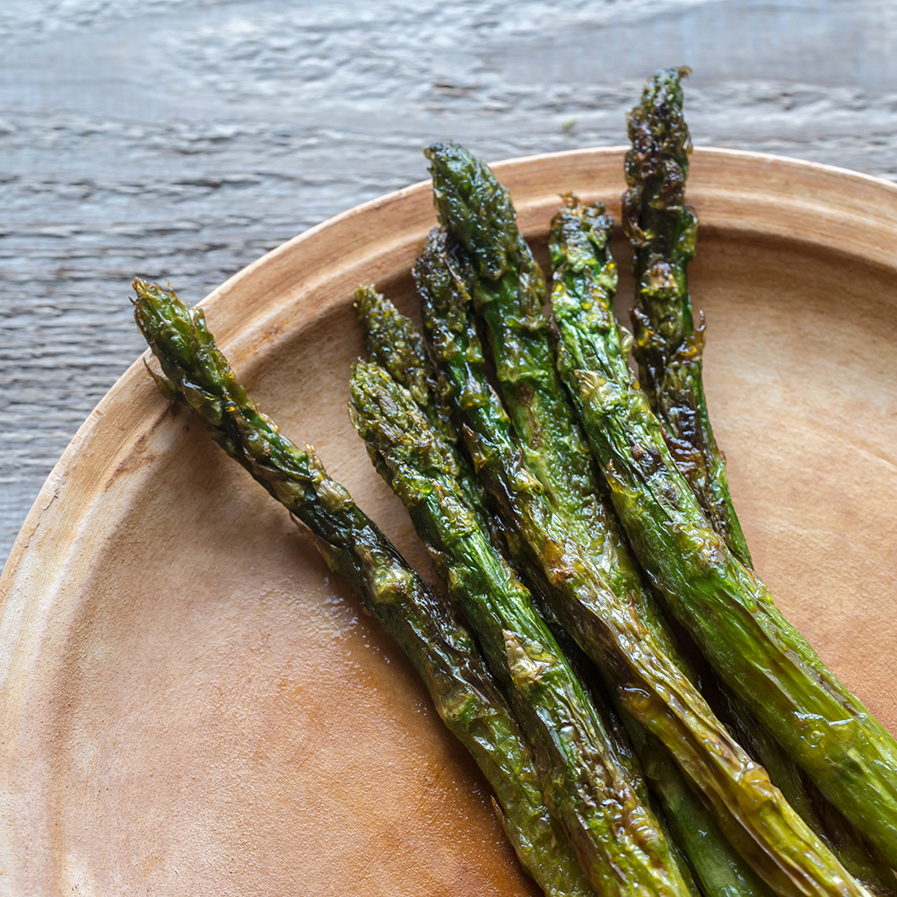 Roasted asparagus on the plate